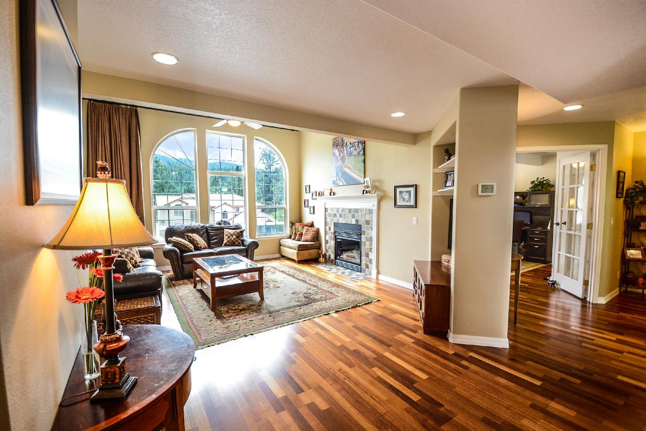 photo of traditional flooring style used in a living room