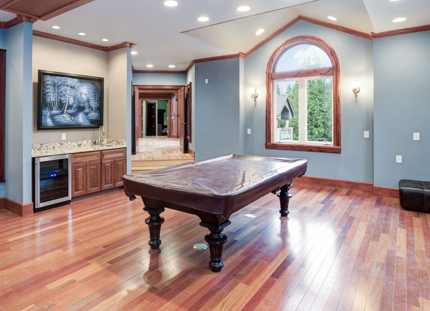 basement with wet bar for entertainment